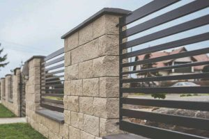 Jak się montuje ogrodzenia betonowe?